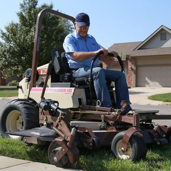 328G4 EFI Fuel-Efficient Zero-Turn Lawn Mower for Sale in Opelika