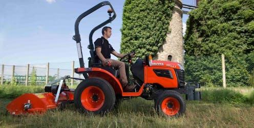 B1241 Kubota compact tractor